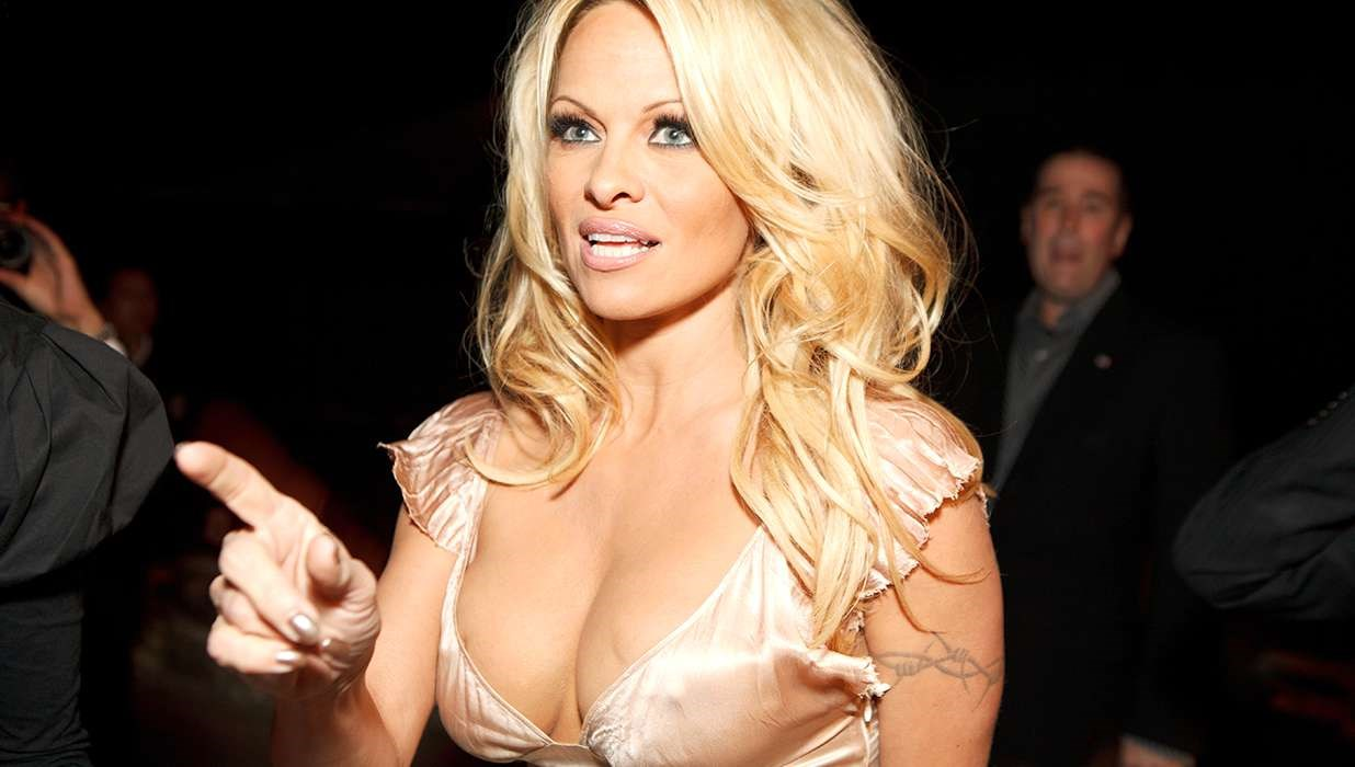 Pamela Anderson Cured of Hepatitis C After $1000-Per-Pill Treatment
