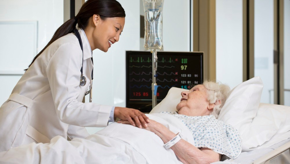 Older patients' hospital survival is slightly higher when their physician is younger, researchers say.