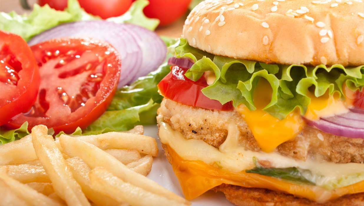 Men were more likely to eat fast food for lunch than women, while women were more likely to report eating fast food as a snack.
