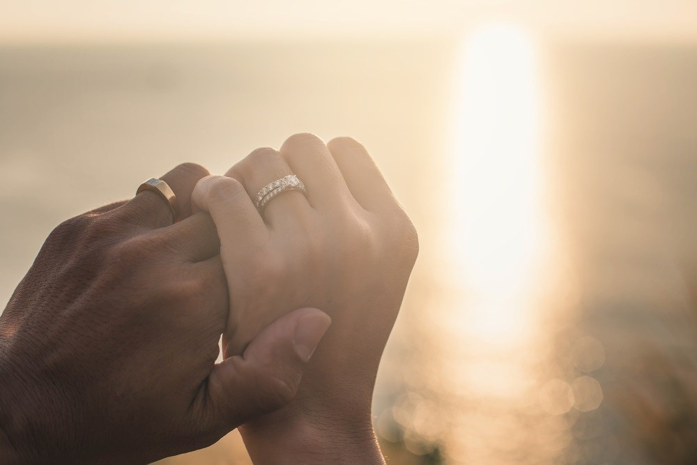 A large study connects marriage to improved outcomes for patients with cancer.
