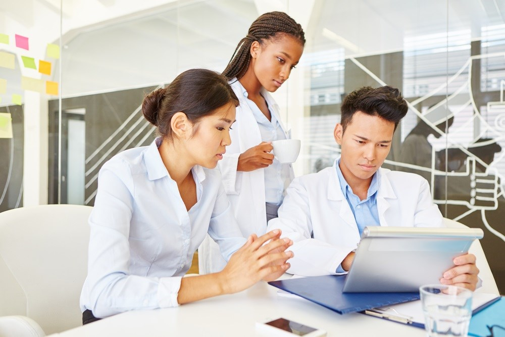 Black and Asian medical students are less likely than white medical students to be granted membership to the highly-revered AΩA.